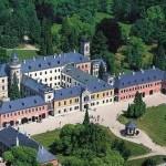 Экскурсия из Праги в замок Сихров
